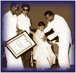 Six-year-old Ravikiran receiving the Arul Isai Selvan in Chennai, 1973.
